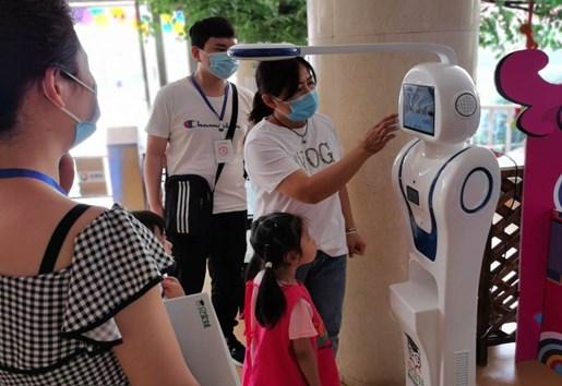 精彩!200多个机器人现场秀绝活,贝宝娃显神通!-贝宝娃人工智能幼儿园晨检机器人