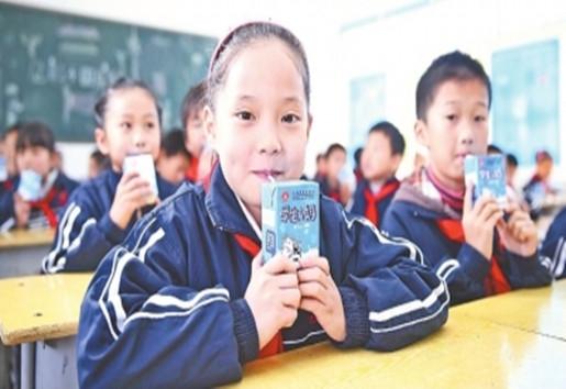 武汉倡导中小学生多喝奶 到2030年摄入量提高15%以上-贝宝娃人工智能幼儿园晨检机器人