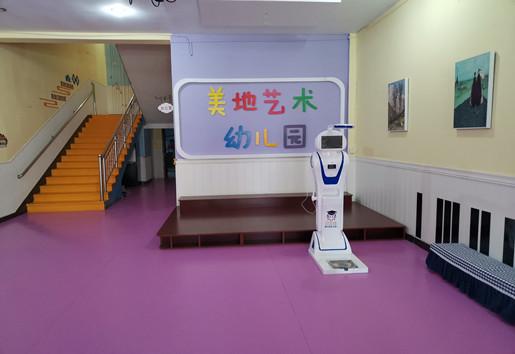 """贝宝娃测温机器人,让幼儿园通通""""云管理""""-贝宝娃人工智能幼儿园晨检机器人"""